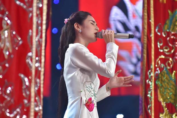 Sau album Bolero, Thủy Tiên mang cả gánh hát miền Tây lên truyền hình cho học trò nhí - Ảnh 6.