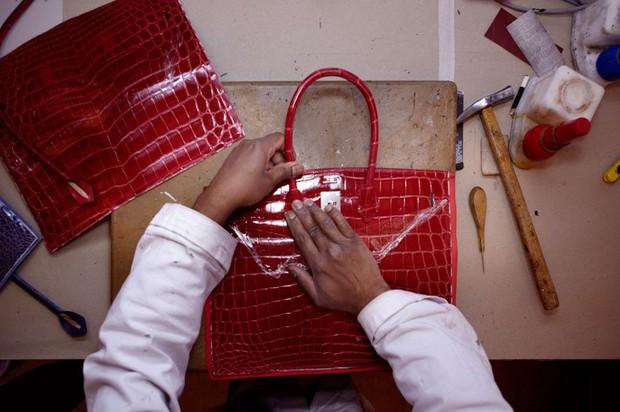 Chiếc túi Hermès Birkin tiền tỉ được làm ra kỳ công như thế nào? - Ảnh 10.