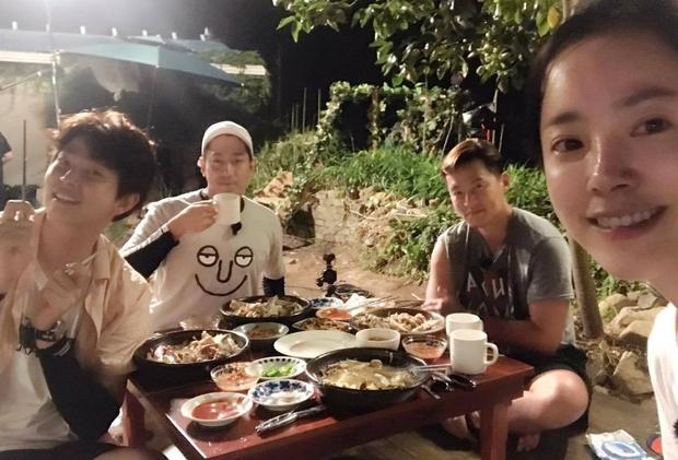 Món gà hầm sâm của Han Ji Min: liệu có mấy ai ăn hết được vì có quá nhiều topping bổ dưỡng thế này - Ảnh 1.
