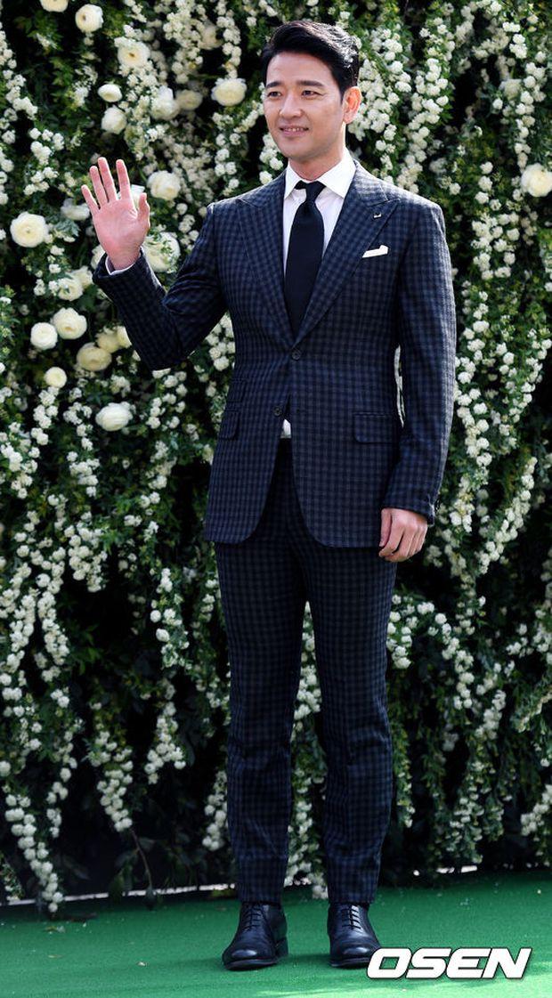 Hôn lễ đẹp nhất xứ Hàn: S.E.S tái hợp, chủ tịch SM Lee Soo Man cùng dàn sao khủng xuất hiện - Ảnh 27.