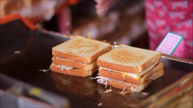 Tự làm ngay bánh mì kẹp - món ăn đường phố Hàn Quốc cực hấp dẫn - Ảnh 7.