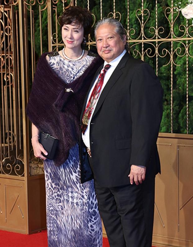 Tình cũ tin đồn của Phạm Băng Băng ngày càng phát tướng, đi đứng phải chống gậy ở tuổi 65 - Ảnh 2.