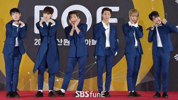 Thảm đỏ Busan: Quân đoàn mỹ nam hot nhất Kpop đổ bộ, nhưng mặt của Kim So Hyun và Naeun sao thế này? - Ảnh 30.