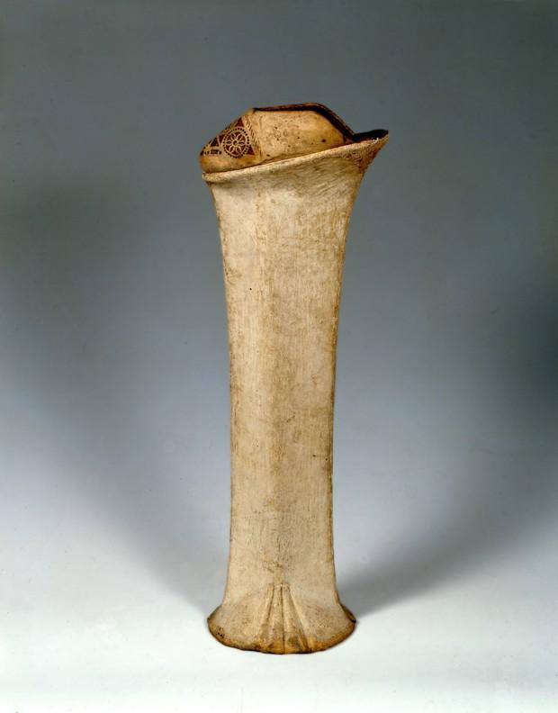 Những đôi giày cao tới 50cm: Chuẩn mực của cái đẹp phụ nữ thời Trung Đại - Ảnh 1.