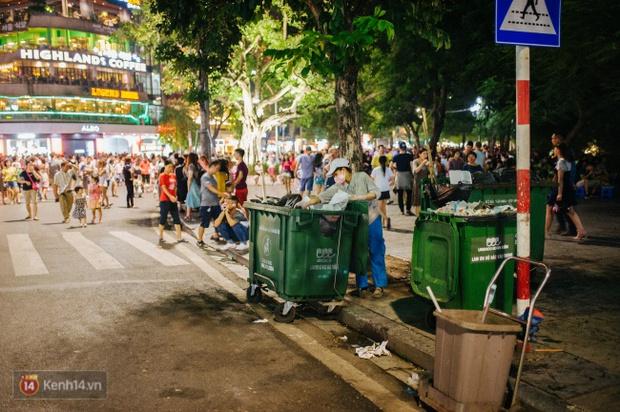 Tròn 1 năm khai trương, phố đi bộ Hồ Gươm đã trở thành một phần không thể thiếu của người Hà Nội - Ảnh 20.