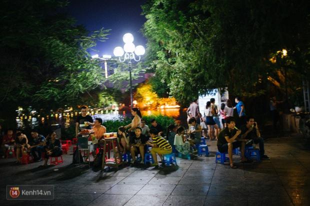 Tròn 1 năm khai trương, phố đi bộ Hồ Gươm đã trở thành một phần không thể thiếu của người Hà Nội - Ảnh 19.
