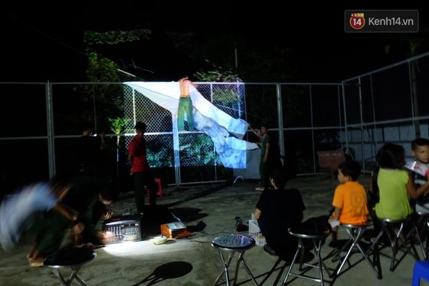 Rạp phim 300k vượt 300km ra biển, đem ciné cho tụi con nít nghèo trên đảo Hòn Chuối - Ảnh 9.