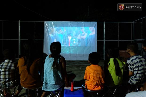 Rạp phim 300k vượt 300km ra biển, đem ciné cho tụi con nít nghèo trên đảo Hòn Chuối - Ảnh 11.