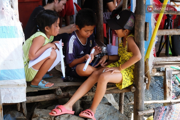 Rạp phim 300k vượt 300km ra biển, đem ciné cho tụi con nít nghèo trên đảo Hòn Chuối - Ảnh 13.