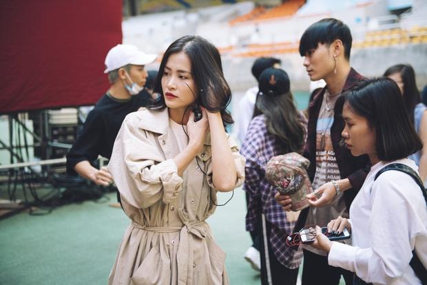 Trang điểm nhẹ nhàng, Đông Nhi đẹp cuốn hút trên sân khấu tổng duyệt Asia Song Festival 2017 - Ảnh 7.