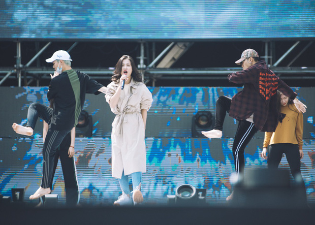 Trang điểm nhẹ nhàng, Đông Nhi đẹp cuốn hút trên sân khấu tổng duyệt Asia Song Festival 2017 - Ảnh 8.