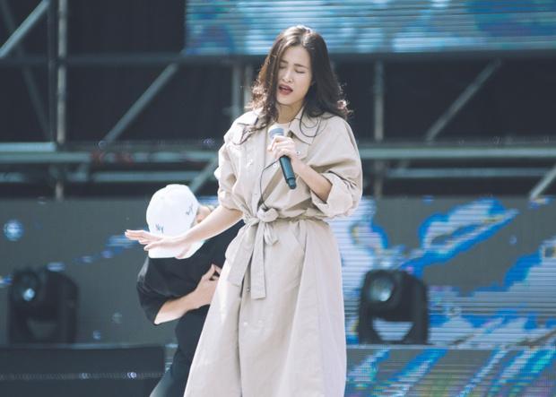 Trang điểm nhẹ nhàng, Đông Nhi đẹp cuốn hút trên sân khấu tổng duyệt Asia Song Festival 2017 - Ảnh 10.