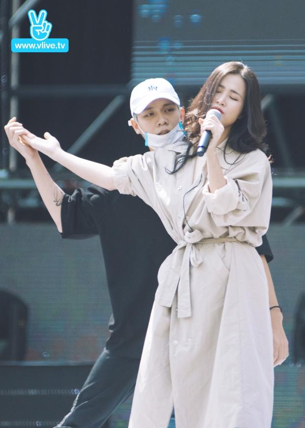 Trang điểm nhẹ nhàng, Đông Nhi đẹp cuốn hút trên sân khấu tổng duyệt Asia Song Festival 2017 - Ảnh 2.