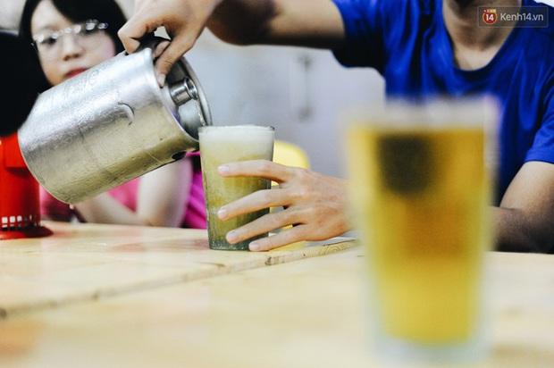 Cốc bia hơi huyền thoại suốt 40 năm qua mà người Hà Nội nào cũng biết: Ai là người đã tạo ra nó? - Ảnh 10.