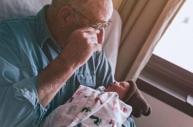 18 cuộc gặp gỡ đáng nhớ của ông bà và những đứa cháu mới chào đời - Ảnh 13.
