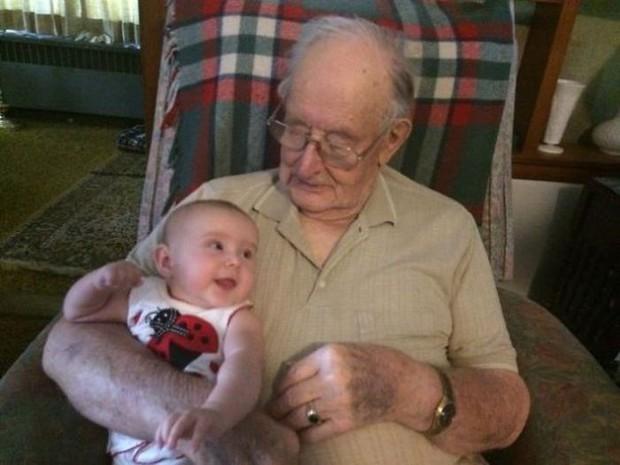 18 cuộc gặp gỡ đáng nhớ của ông bà và những đứa cháu mới chào đời - Ảnh 11.