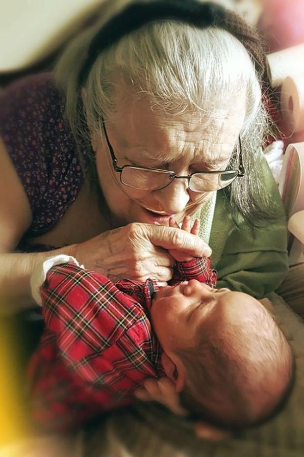 18 cuộc gặp gỡ đáng nhớ của ông bà và những đứa cháu mới chào đời - Ảnh 9.