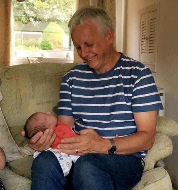 18 cuộc gặp gỡ đáng nhớ của ông bà và những đứa cháu mới chào đời - Ảnh 25.