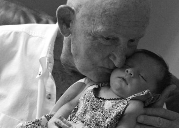 18 cuộc gặp gỡ đáng nhớ của ông bà và những đứa cháu mới chào đời - Ảnh 29.