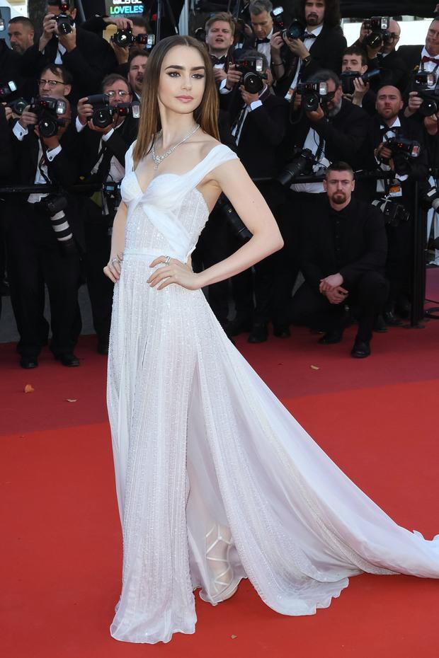 Những chiếc váy đỉnh nhất thảm đỏ Cannes 2017: Aishwarya Rai là Nữ hoàng thì Elle Fanning là Công chúa! - Ảnh 13.