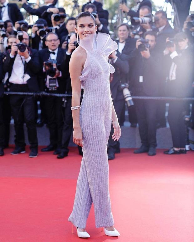 Những chiếc váy đỉnh nhất thảm đỏ Cannes 2017: Aishwarya Rai là Nữ hoàng thì Elle Fanning là Công chúa! - Ảnh 15.