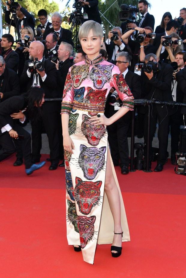 Những chiếc váy đỉnh nhất thảm đỏ Cannes 2017: Aishwarya Rai là Nữ hoàng thì Elle Fanning là Công chúa! - Ảnh 9.