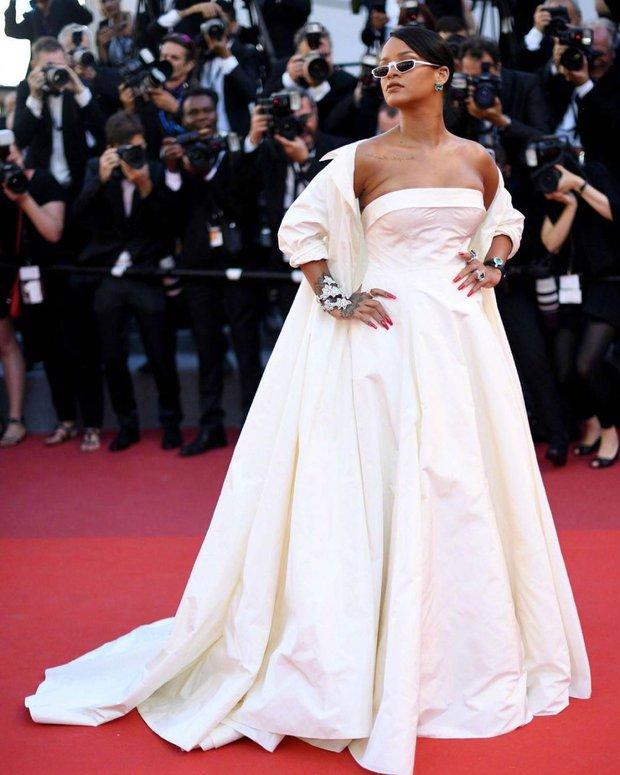 Những chiếc váy đỉnh nhất thảm đỏ Cannes 2017: Aishwarya Rai là Nữ hoàng thì Elle Fanning là Công chúa! - Ảnh 6.