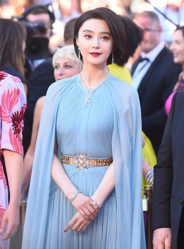 Những chiếc váy đỉnh nhất thảm đỏ Cannes 2017: Aishwarya Rai là Nữ hoàng thì Elle Fanning là Công chúa! - Ảnh 10.