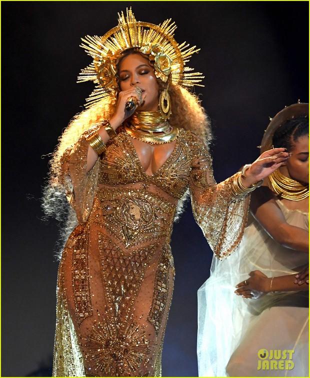 Bầu sinh đôi, Beyonce vẫn khiến cả thế giới ngỡ ngàng vì quá lộng lẫy tại Grammy - Ảnh 1.
