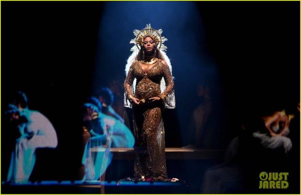 Bầu sinh đôi, Beyonce vẫn khiến cả thế giới ngỡ ngàng vì quá lộng lẫy tại Grammy - Ảnh 2.