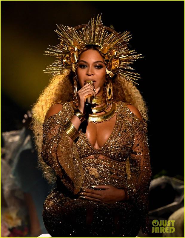 Bầu sinh đôi, Beyonce vẫn khiến cả thế giới ngỡ ngàng vì quá lộng lẫy tại Grammy - Ảnh 3.