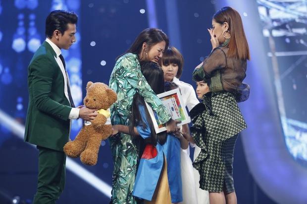 Vietnam Idol Kids: Các giám khảo đồng loạt rơi nước mắt khi cô bé này bị loại - Ảnh 4.