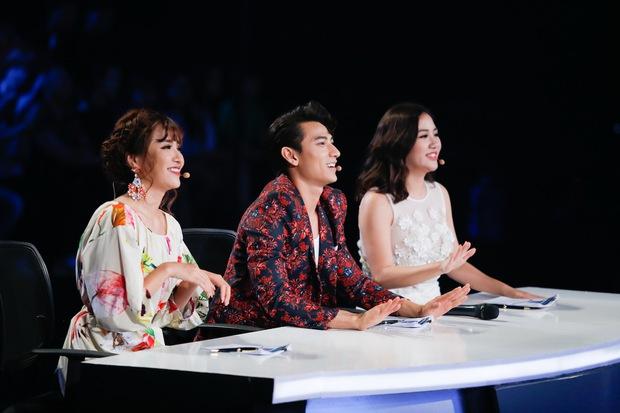 Isaac mệt tim, Bích Phương suýt khóc trước tài năng dân ca mới của Vietnam Idol Kids - Ảnh 1.