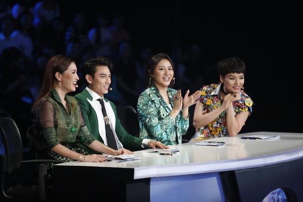 Vietnam Idol Kids: Các giám khảo đồng loạt rơi nước mắt khi cô bé này bị loại - Ảnh 1.