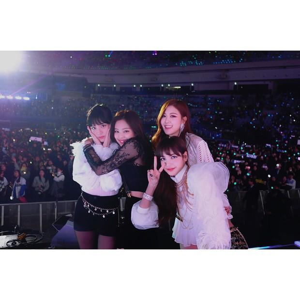 Sao Hàn mừng năm mới 2018: Vợ chồng Song Song rạng rỡ, Big Bang, Wanna One bận rộn đi diễn, Jessica sang hẳn Trung Quốc - Ảnh 38.
