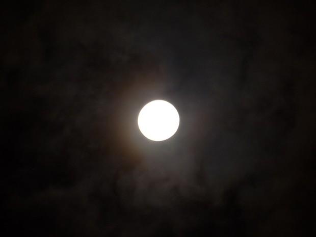 Mặt trăng xanh ngọc trong ngày tiễn đưa Jonghyun sự thực là hiện tượng gì? - Ảnh 4.