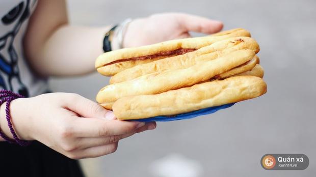 2 hàng bánh mì cay nhất định phải thử khi đến Hải Phòng - Ảnh 4.