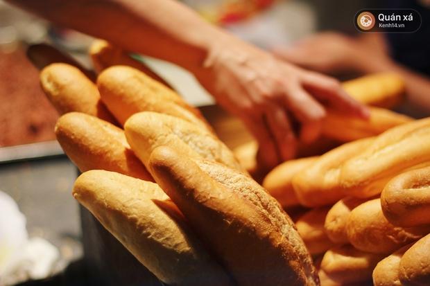 2 hàng bánh mì cay nhất định phải thử khi đến Hải Phòng - Ảnh 11.