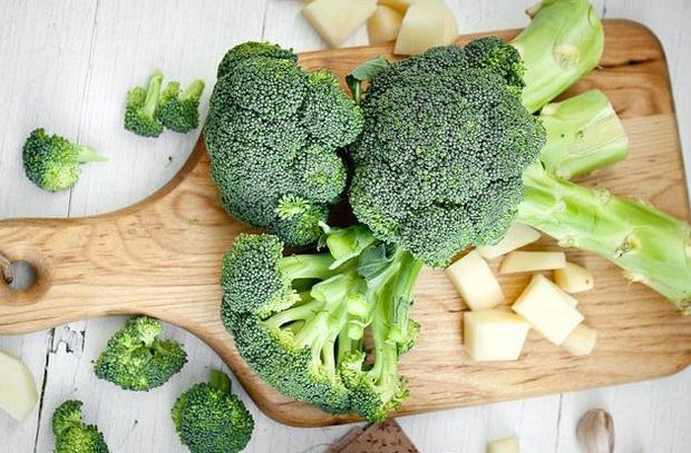 Vô tình hít khói thuốc lá từ môi trường, hãy ăn các thực phẩm này để hạn chế tác hại - Ảnh 1.