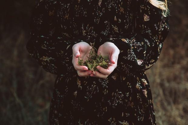 Có những cô gái đã yêu là hết sức hết lòng, nhưng khi bị phụ tình lại hết luôn cả vốn liếng thanh xuân! - Ảnh 1.