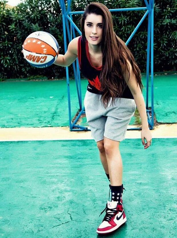 Vẻ đẹp khó cưỡng của nữ vận động viên bóng rổ quyến rũ nhất hành tinh - Ảnh 1.