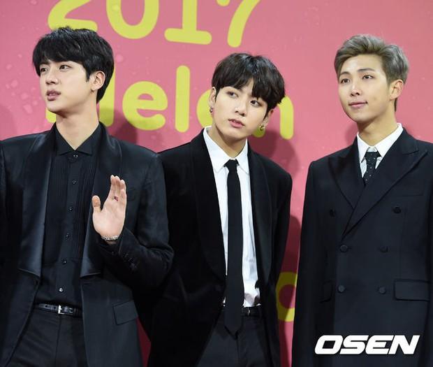 Thảm đỏ Melon: Mỹ nhân ngực khủng vô danh át cả Kim So Hyun, TWICE, EXO và Wanna One đẹp trai như hoàng tử - Ảnh 33.