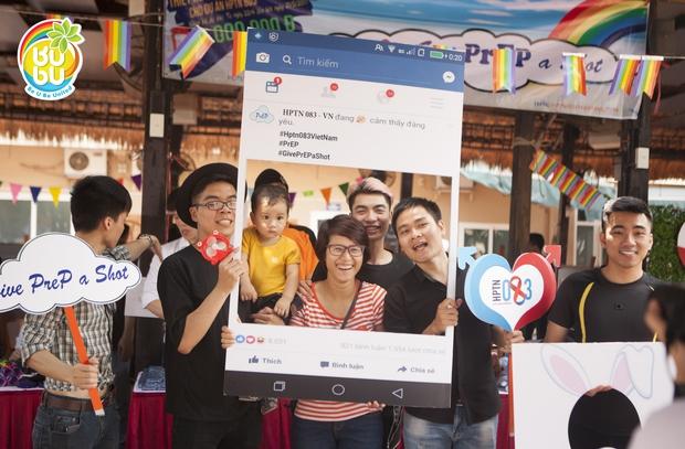 Những nụ hôn hạnh phúc của cộng đồng LGBT+ Hà Nội trong ngày hội BUBU Town - Ảnh 8.