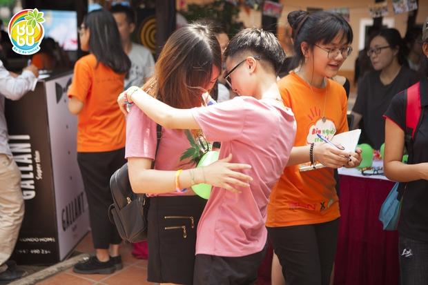 Những nụ hôn hạnh phúc của cộng đồng LGBT+ Hà Nội trong ngày hội BUBU Town - Ảnh 5.