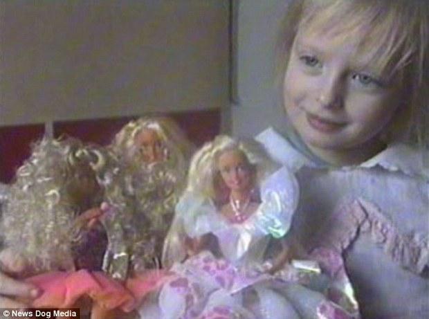 Cuộc đời không biết sướng hay khổ của búp bê sống nước Nga: 26 tuổi, hẹn hò phải đi cùng mẹ, mặc gì là do mẹ chọn - Ảnh 8.