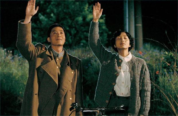 Bộ phim không ai dám xem lại của Kim Joo Hyuk: 2 diễn viên chính và ca sĩ hát nhạc phim đều chết trẻ - Ảnh 3.