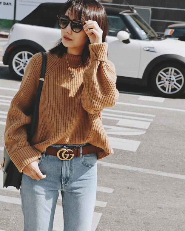 Mua gì cũng được nhưng mùa đông bạn đừng quên mua áo len màu camel - Ảnh 1.