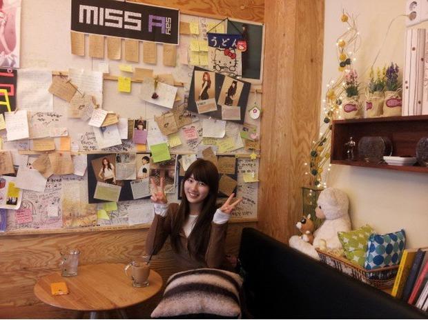Tới Hàn Quốc, muốn gặp thần tượng không đâu dễ bằng đến chính quán cafe do họ mở! - Ảnh 35.