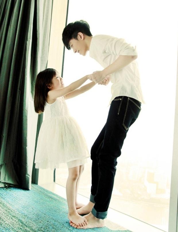 Anh trai tốt nhất Trung Quốc bị mất 30.000 lượt theo dõi sau một đêm chỉ vì công khai bạn gái - Ảnh 1.