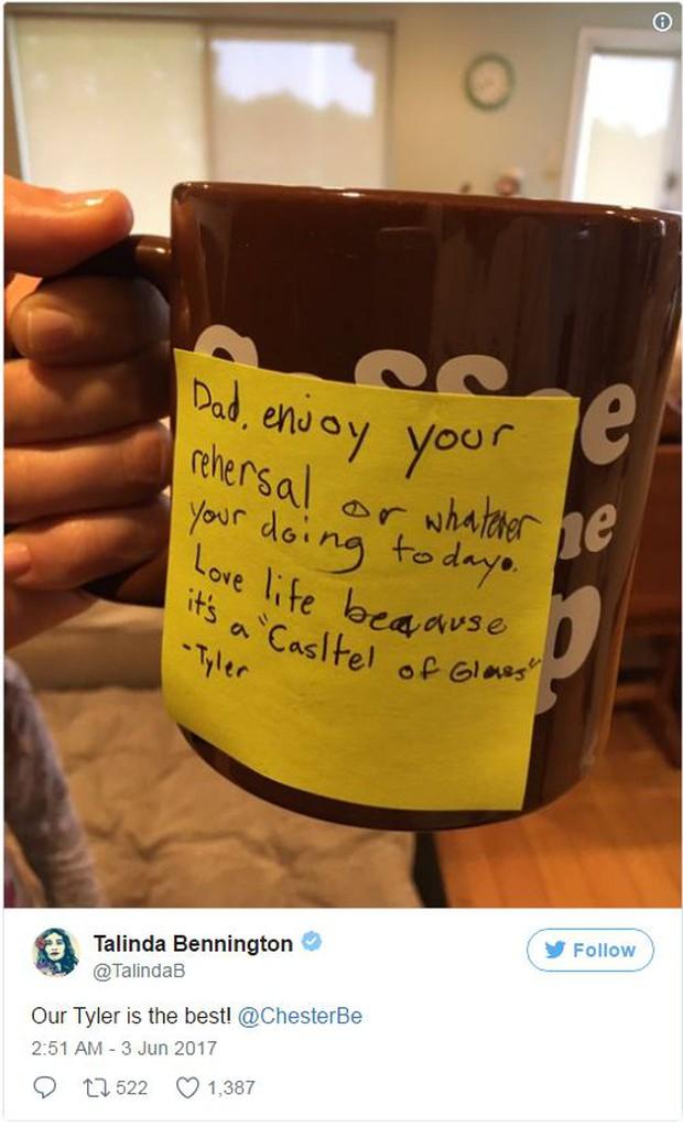 Dòng nhắn con trai Chester (Linkin Park) gửi bố trước khi anh tự tử: Bố hãy yêu quý cuộc sống - Ảnh 1.